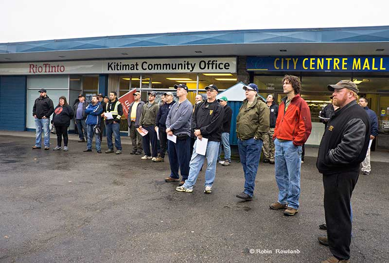Participants in the Unifor 2301 rally. (Robin Rowland/Northwest Coast Energy News)